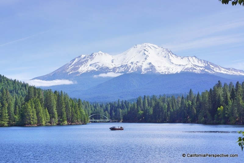 California Lake-Siskiyou-hike-Mt-Shasta